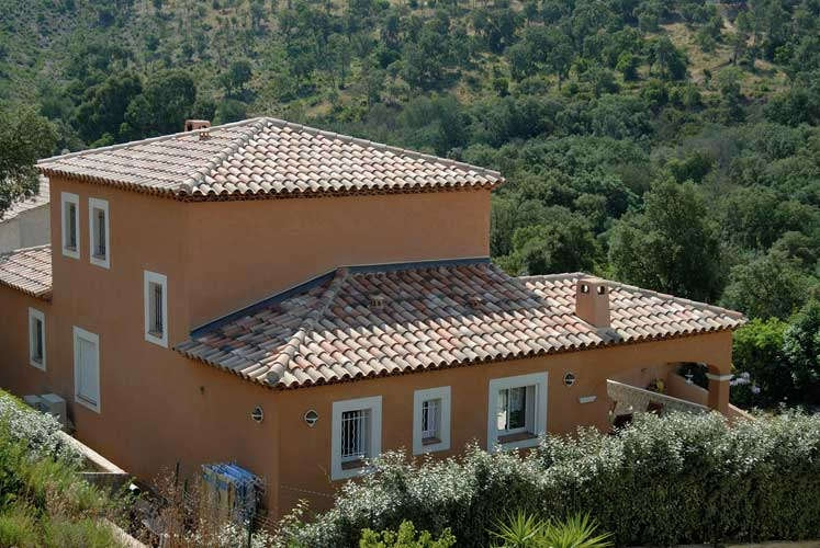 R aliser une toiture en tuiles romane for Realiser une toiture en tuile